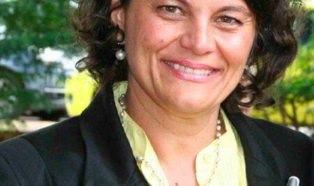 Dra. Roselle Bugarin Steenhouwer assume a Coordenação Geral de Residências em Saúde